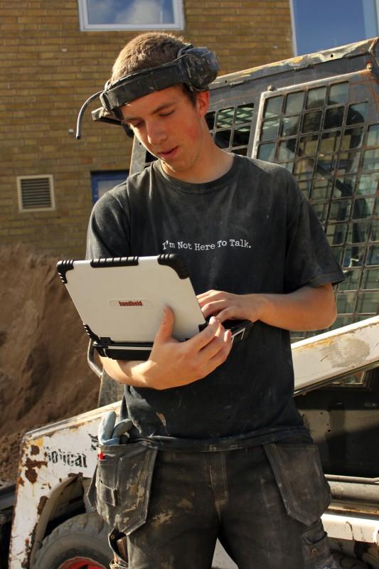 algiz-xrw-working-outdoors-1284492391