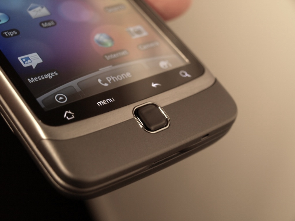 htc-desire-z-hands-on-review-14