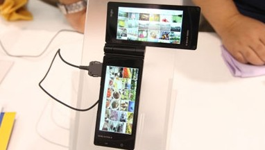 Fujitsu_SymbianDualScreen_Smartphone