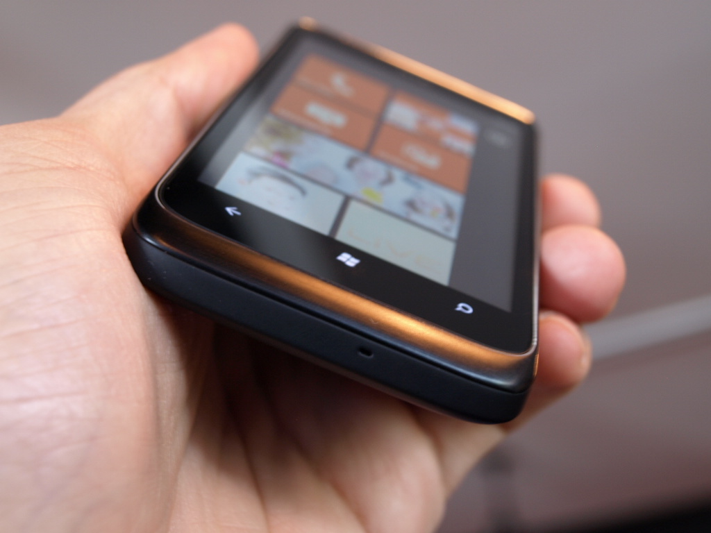 htc-7-trophy-windows-phone-7-hands-on-wp7-3