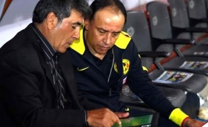 El-Maestro-trabajando-con-su-iPad-500x333