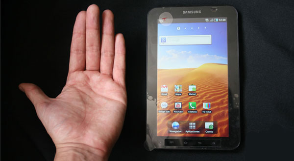 Samsung-Galaxy-Tab-Hand-Iusacell