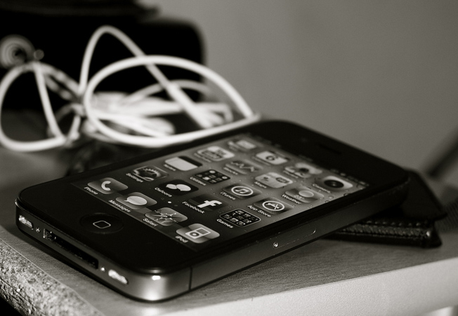 iphone-4-bw110323171241