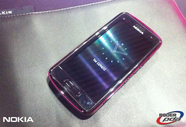 Nokia-E7-&-C6-01_11