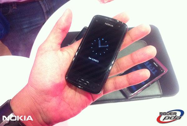 Nokia-E7-&-C6-01_12