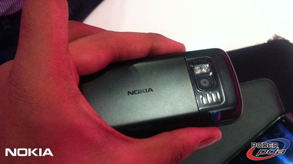 Nokia-E7-&-C6-01_15