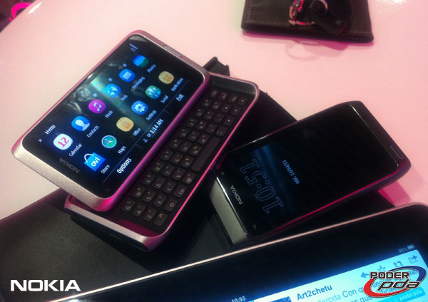 Nokia-E7-&-C6-01_18