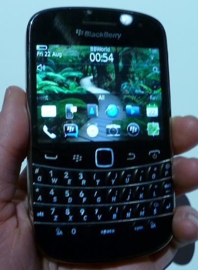 blackberry-bold-9900-front-1