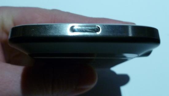 blackberry-bold-9900-top