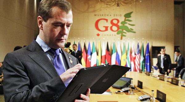 Dmitri-Medvedev-con-iPad