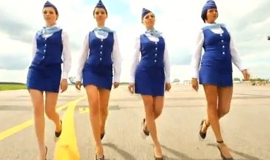 azafatas_sexys_bikini_anuncio_aerolinea_seduccion_marketing
