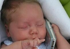 bebe_celular