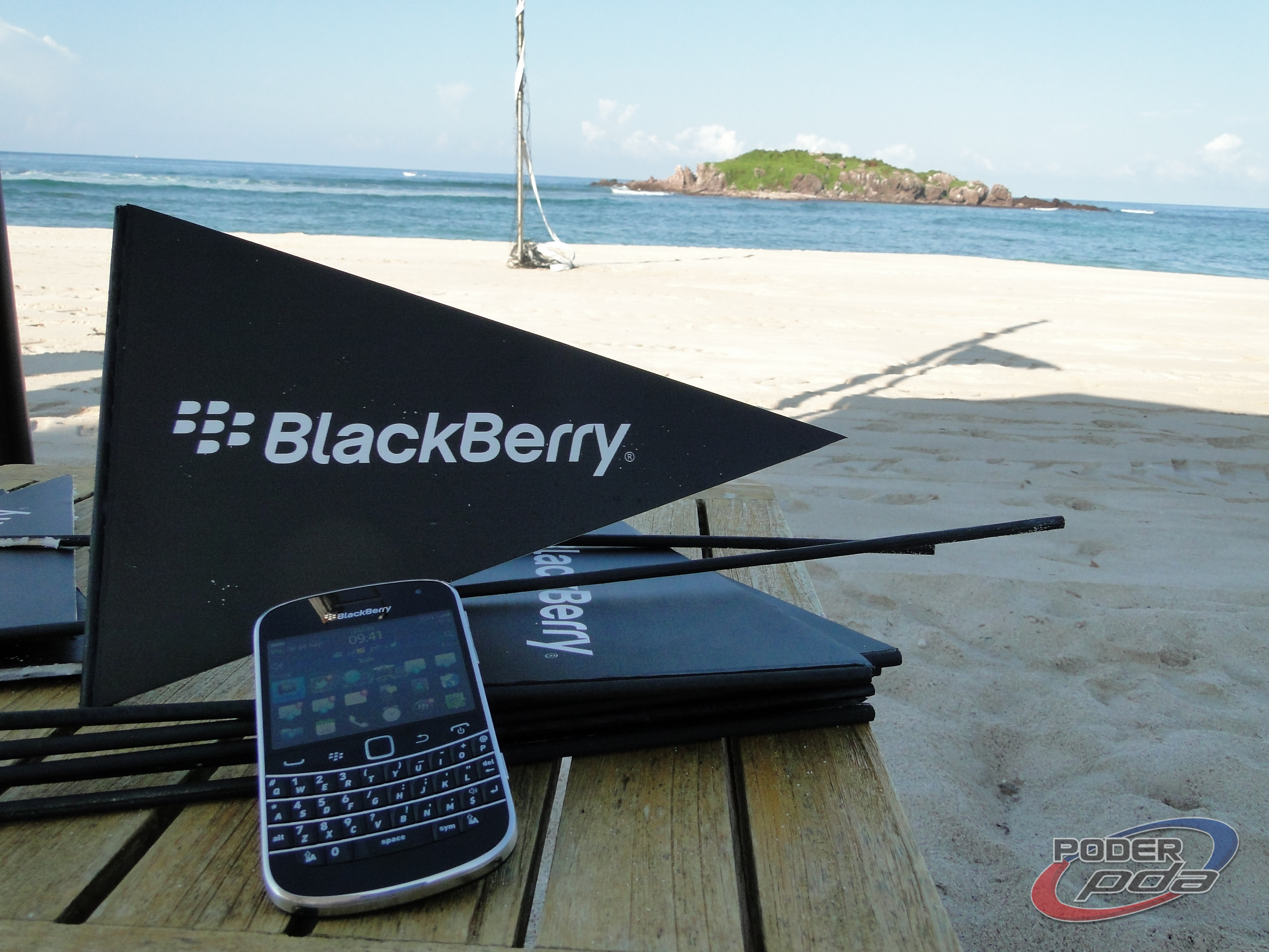 BlackBerry_Bold_9900_-18
