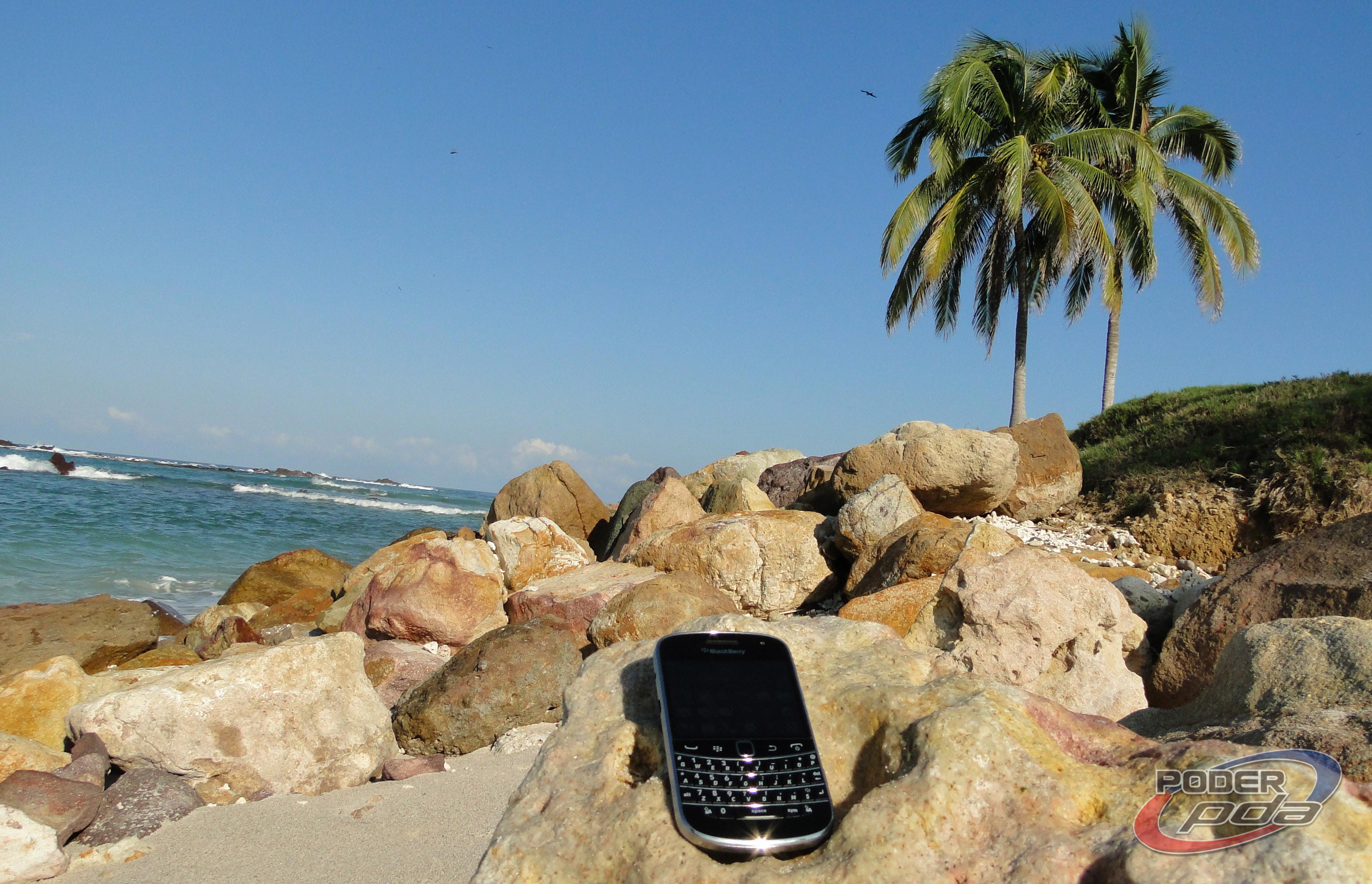 BlackBerry_Bold_9900_-23