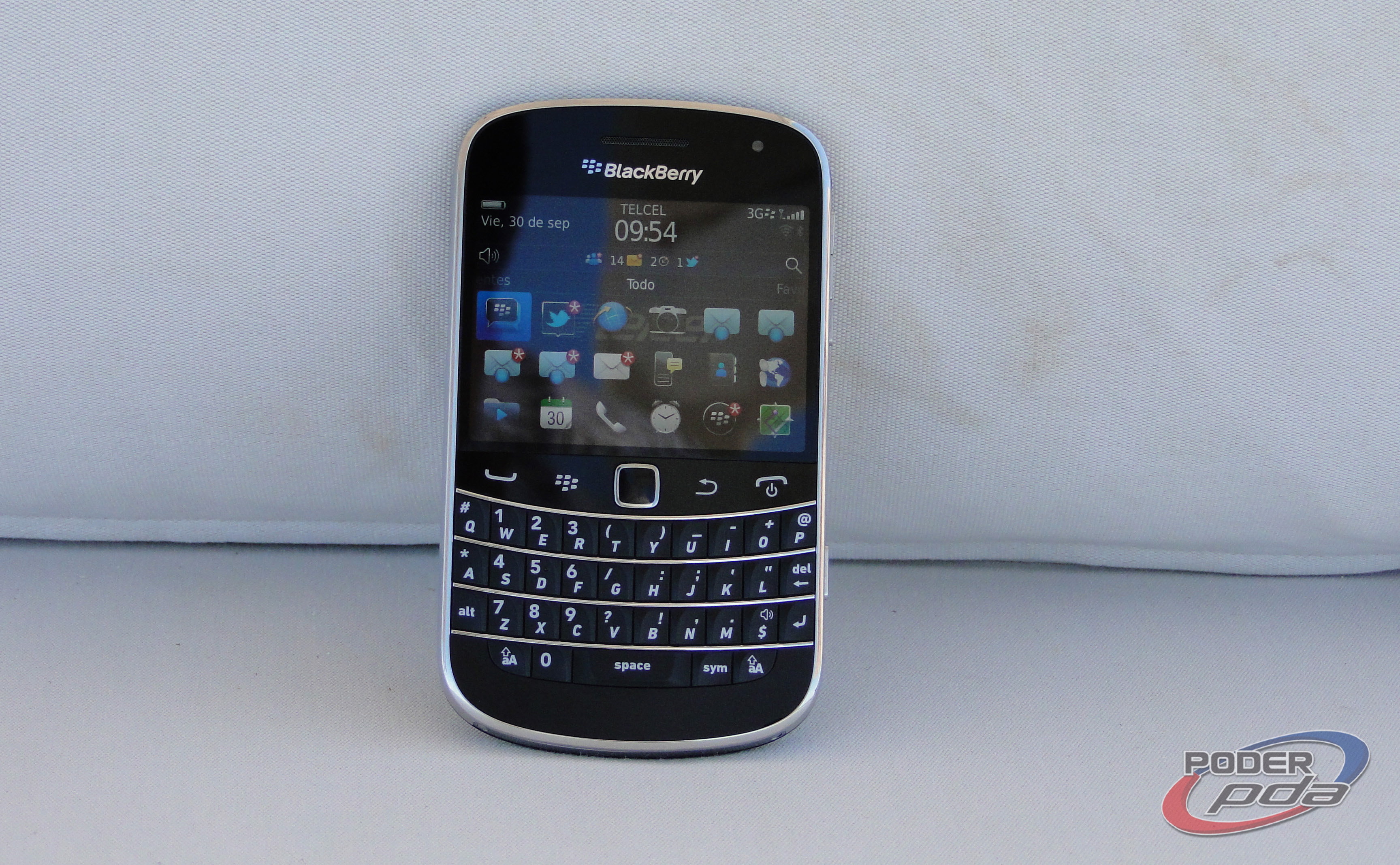 BlackBerry_Bold_9900_-24