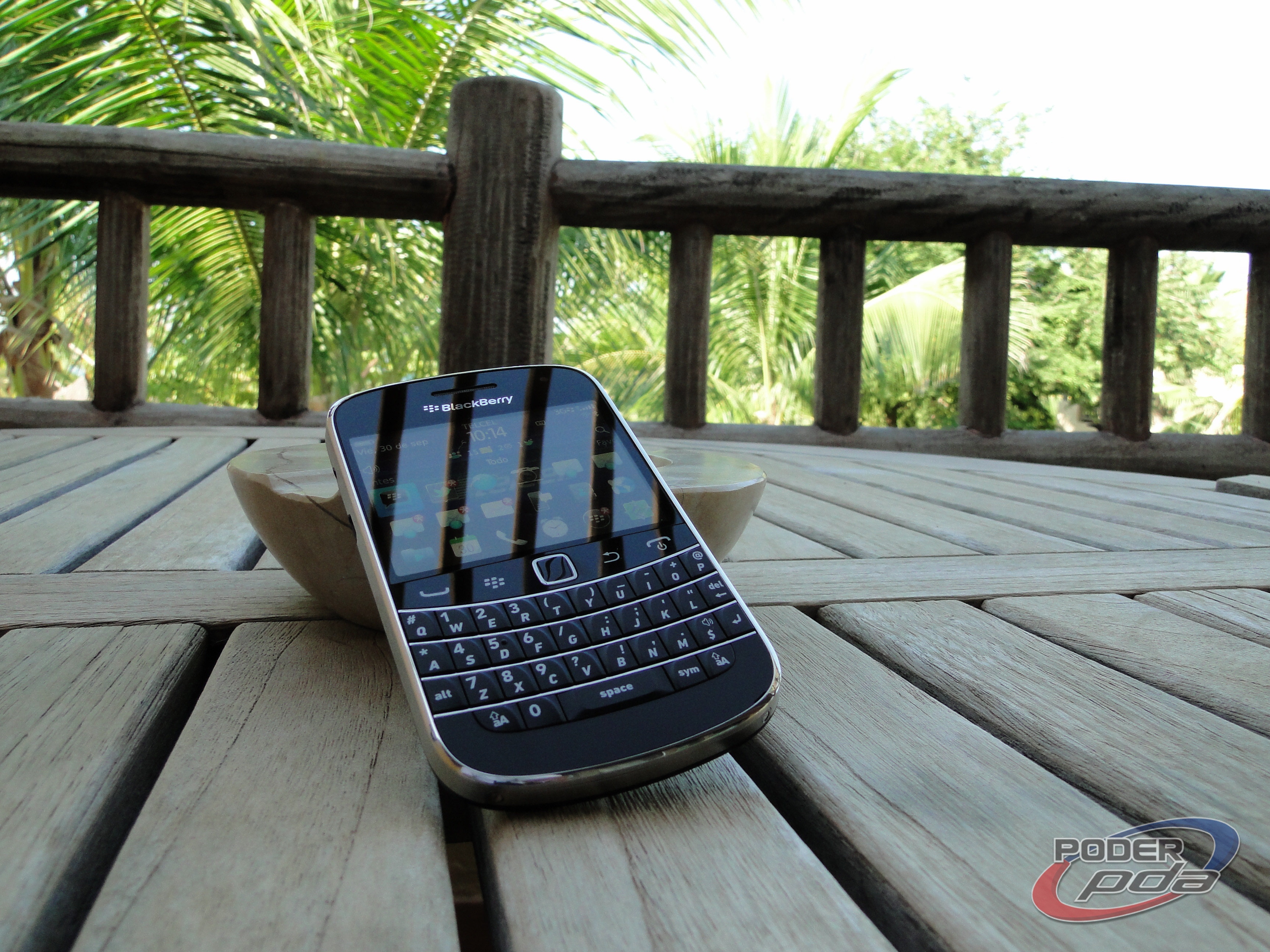 BlackBerry_Bold_9900_-27