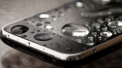 wet_iphone_by_PKMousie__500_