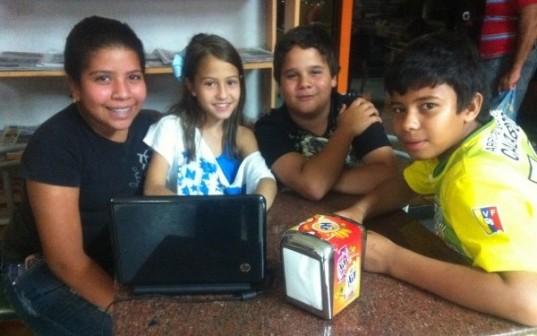 Niños con Tecnologia
