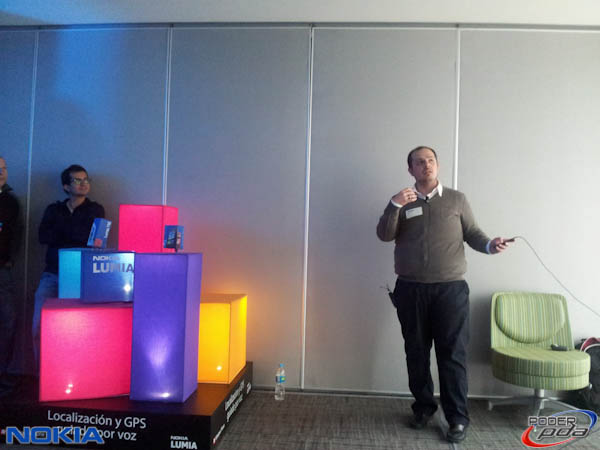 Nokia-Lumia-800-Mexico-Presentacion-6