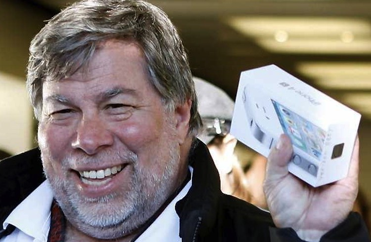 Steve-Wozniak-iPhone-4S-001