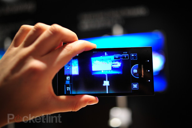 panasonic-eluga-pictures-hands-on-16