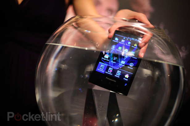 panasonic-eluga-pictures-hands-on-5