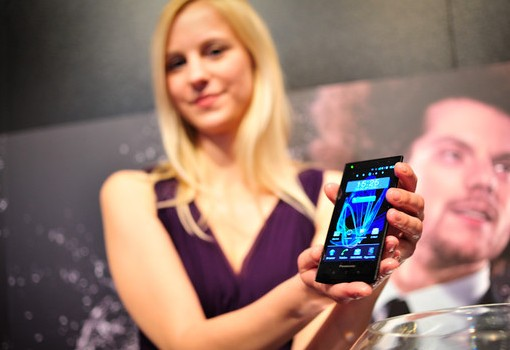 panasonic-eluga-pictures-hands-on-7