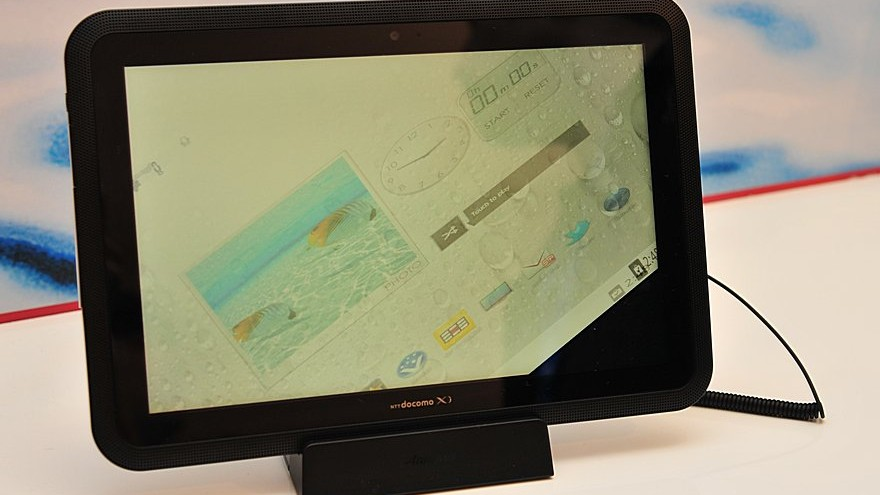 MWC-2012-Waterproof-Fujitsu-Arrows-Tablet-Close-Up-10