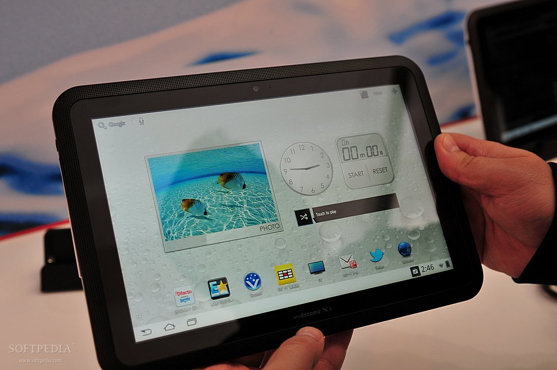 MWC-2012-Waterproof-Fujitsu-Arrows-Tablet-Close-Up-2