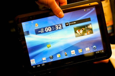 fujitsu-arrows-waterproof-tablet-ces-1