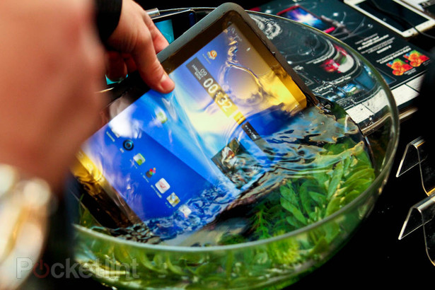 fujitsu-arrows-waterproof-tablet-ces-2