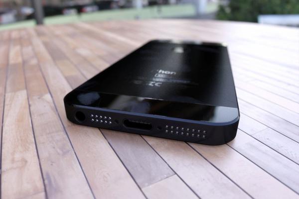 3d-render-iphone-5-4