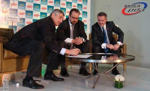 Steckel, De Swaan y Abellán firmando la Alianza por la Competencia