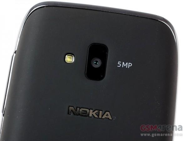 Nokia Lumia 610 12