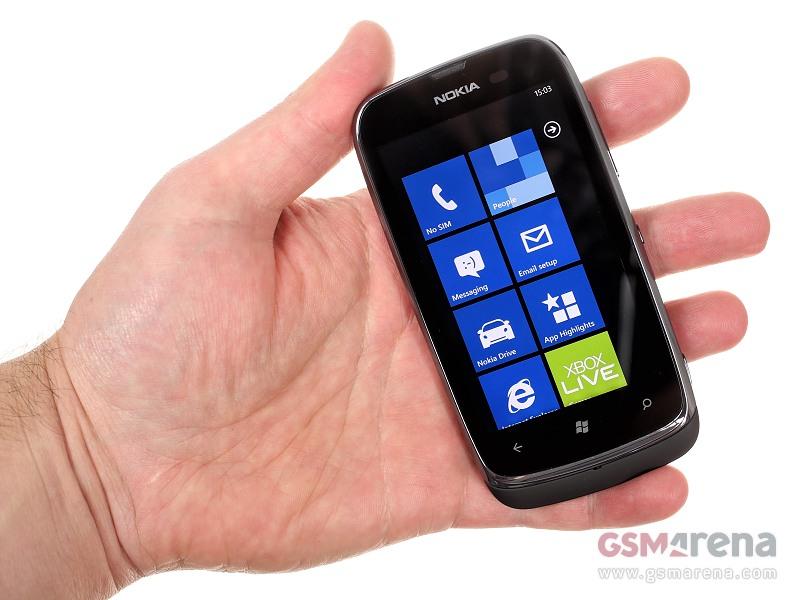 Nokia Lumia 610 17