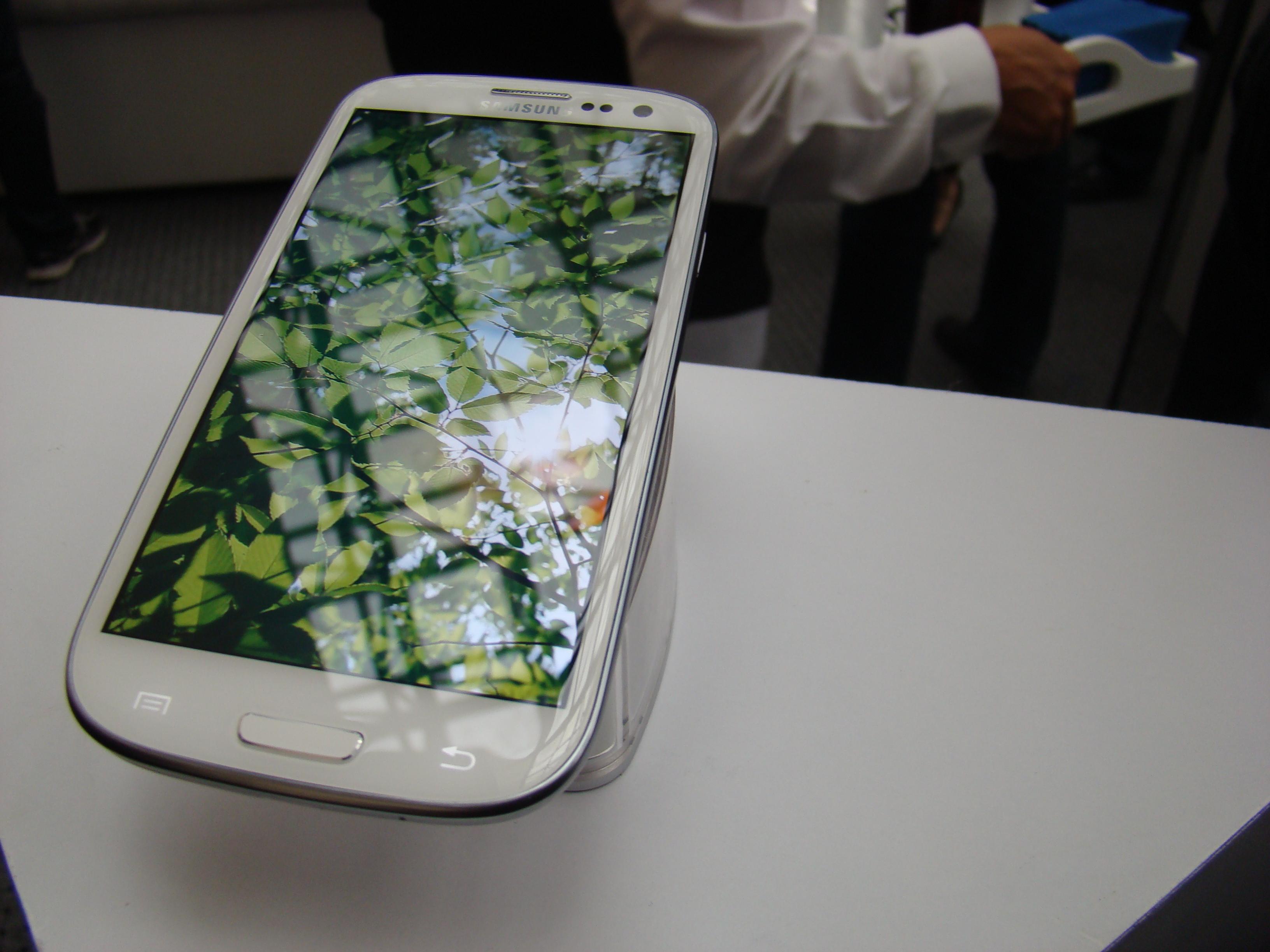 Samsung Galaxy S III  11