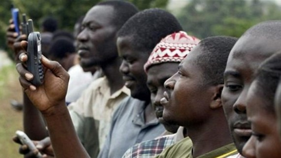 Africans-on-Cell-phones-640x324