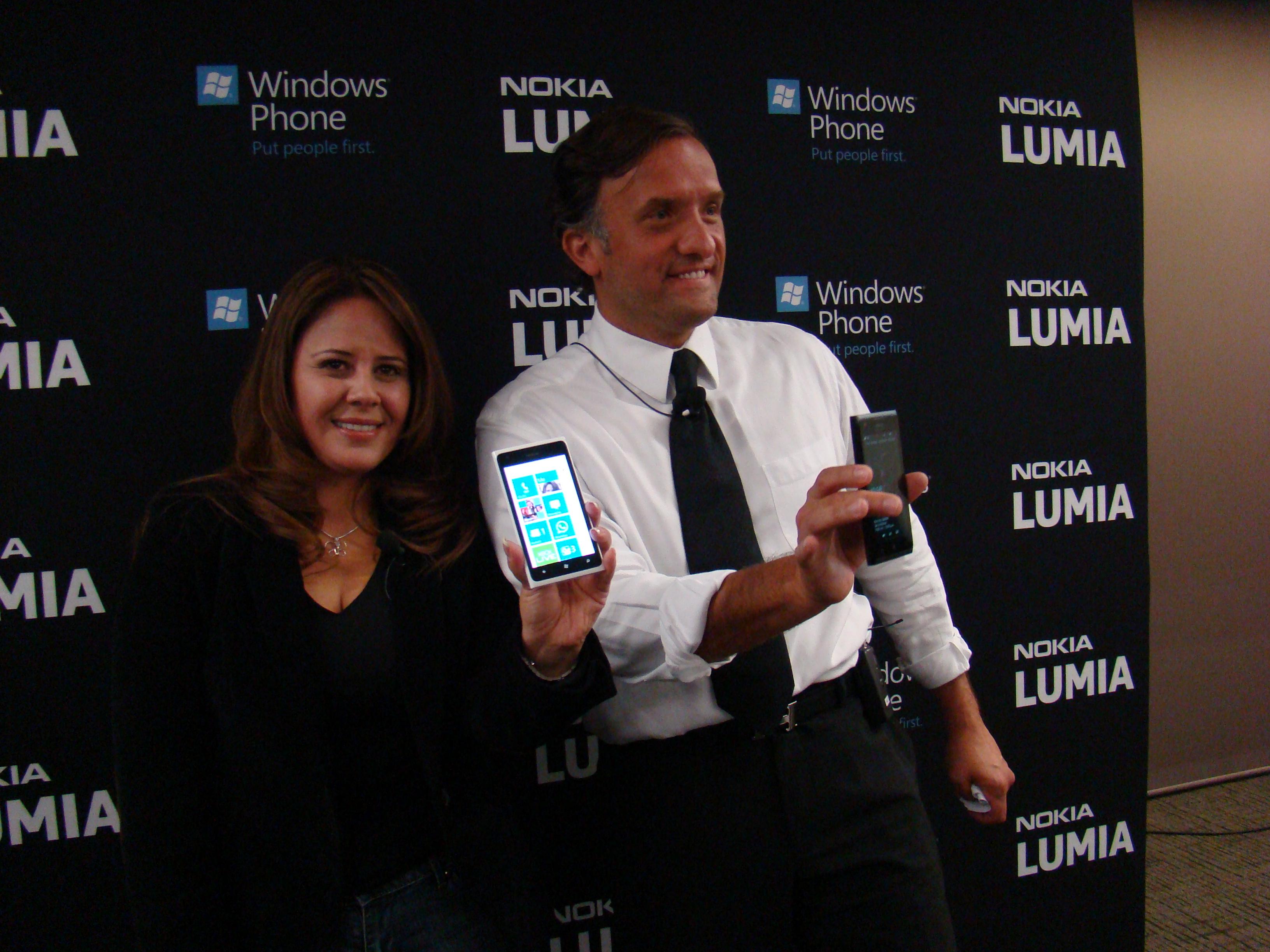 Nokia Lumia 900 11