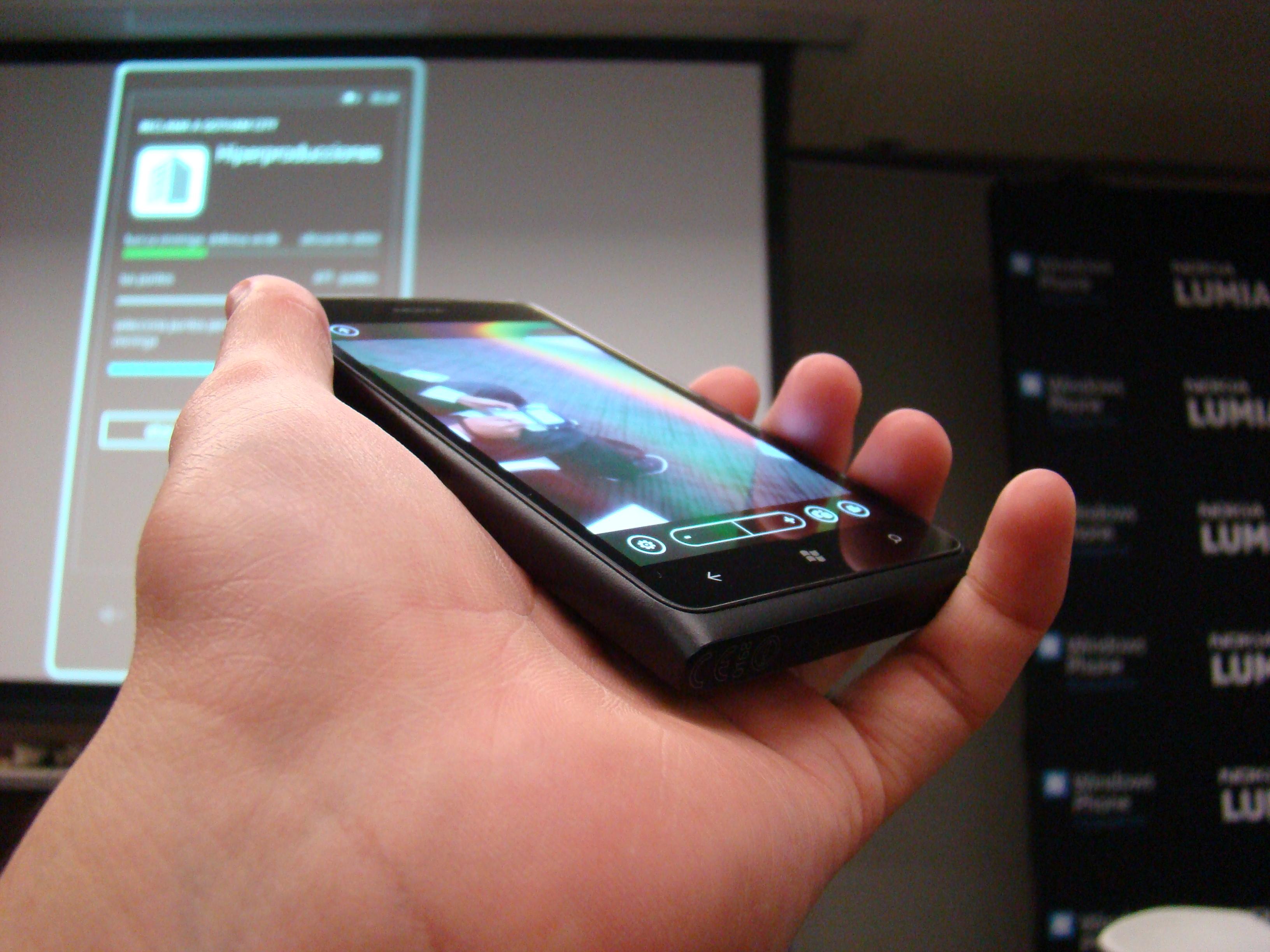 Nokia Lumia 900 7
