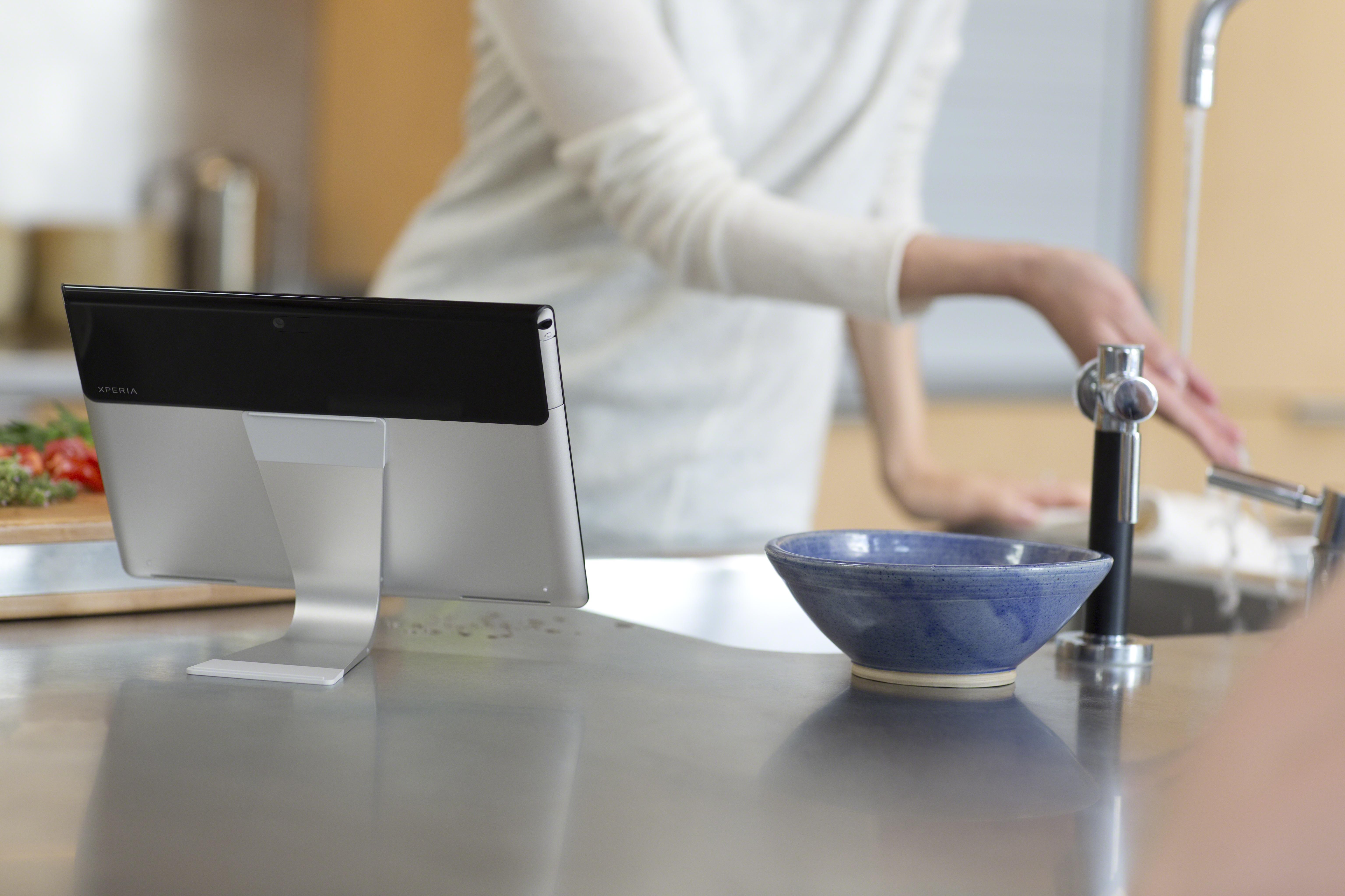 7_S_kitchen_splashproof_tabletstand1