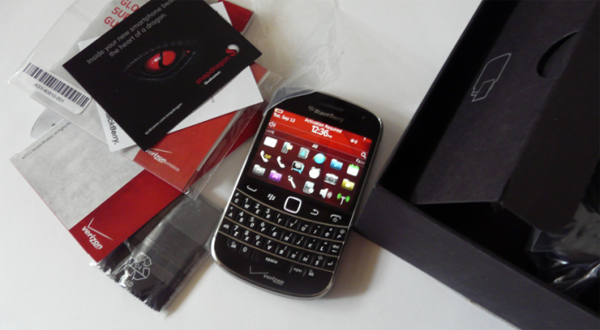 blackberry-bold-touch-9930-unboxing-660x495
