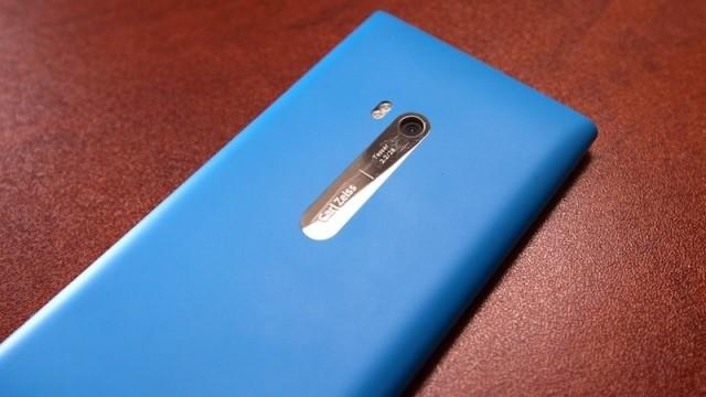 Nokia-Lumia-900-640x419