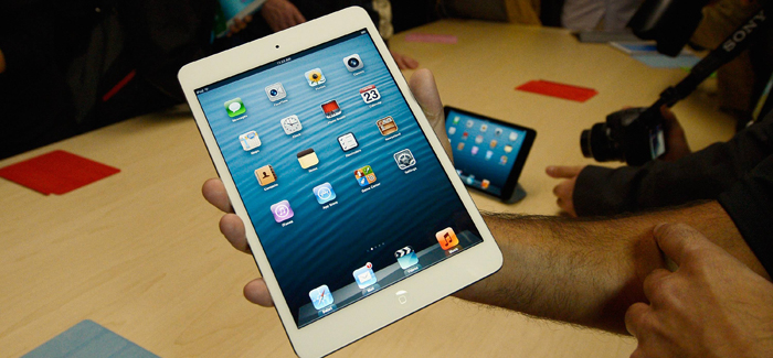 apple-ipad-mini-held