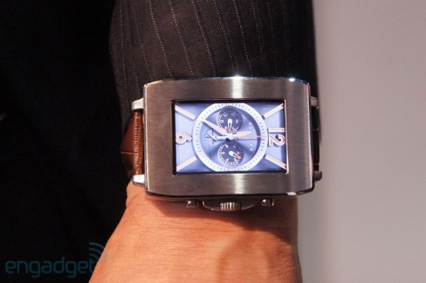 600toshiba-smartwatch-0005