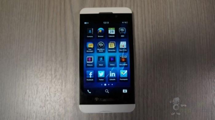 how to delete bbm on blackberry z10
