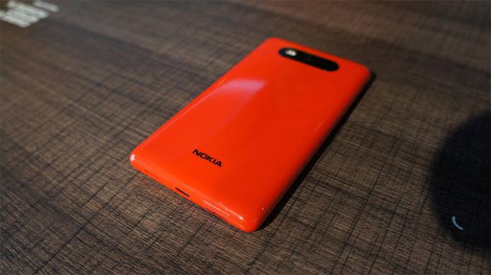 Nokia Lumia 820 Parte Trasera