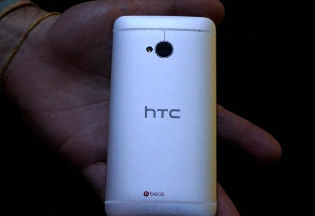 htc one-closeup2