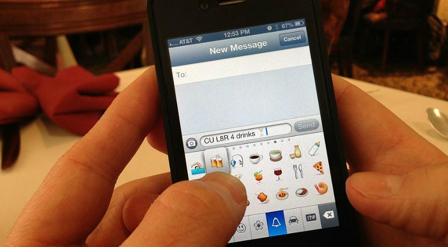 Usuario iOS presumiendo emojis.