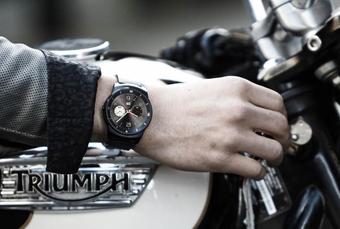 El acabado del LG G Watch R está tan bien logrado que a primera vista no parecer ser un smartwatch
