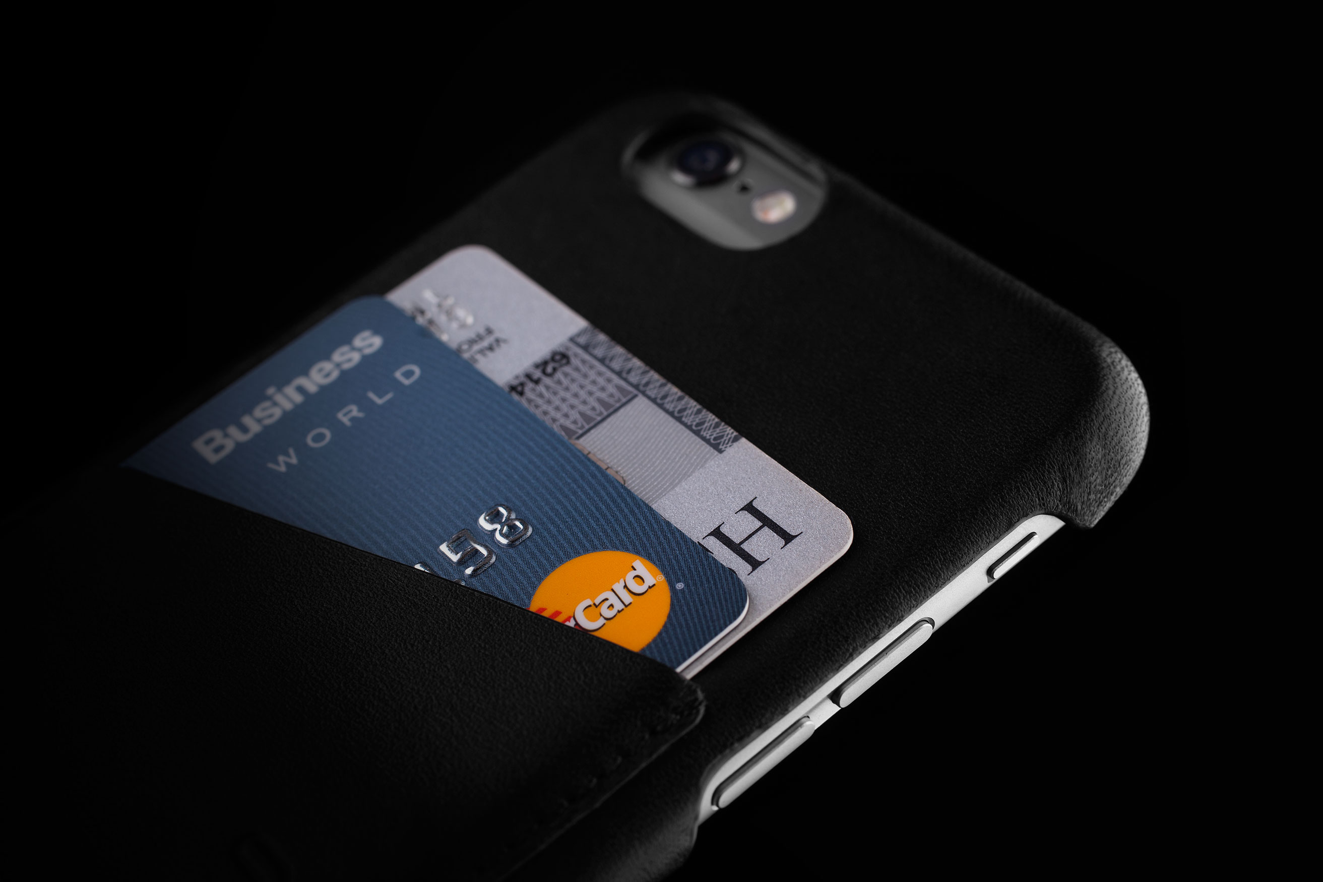 Leather-Wallet-Case-for-iPhone-6-Black-Lifestyle-009